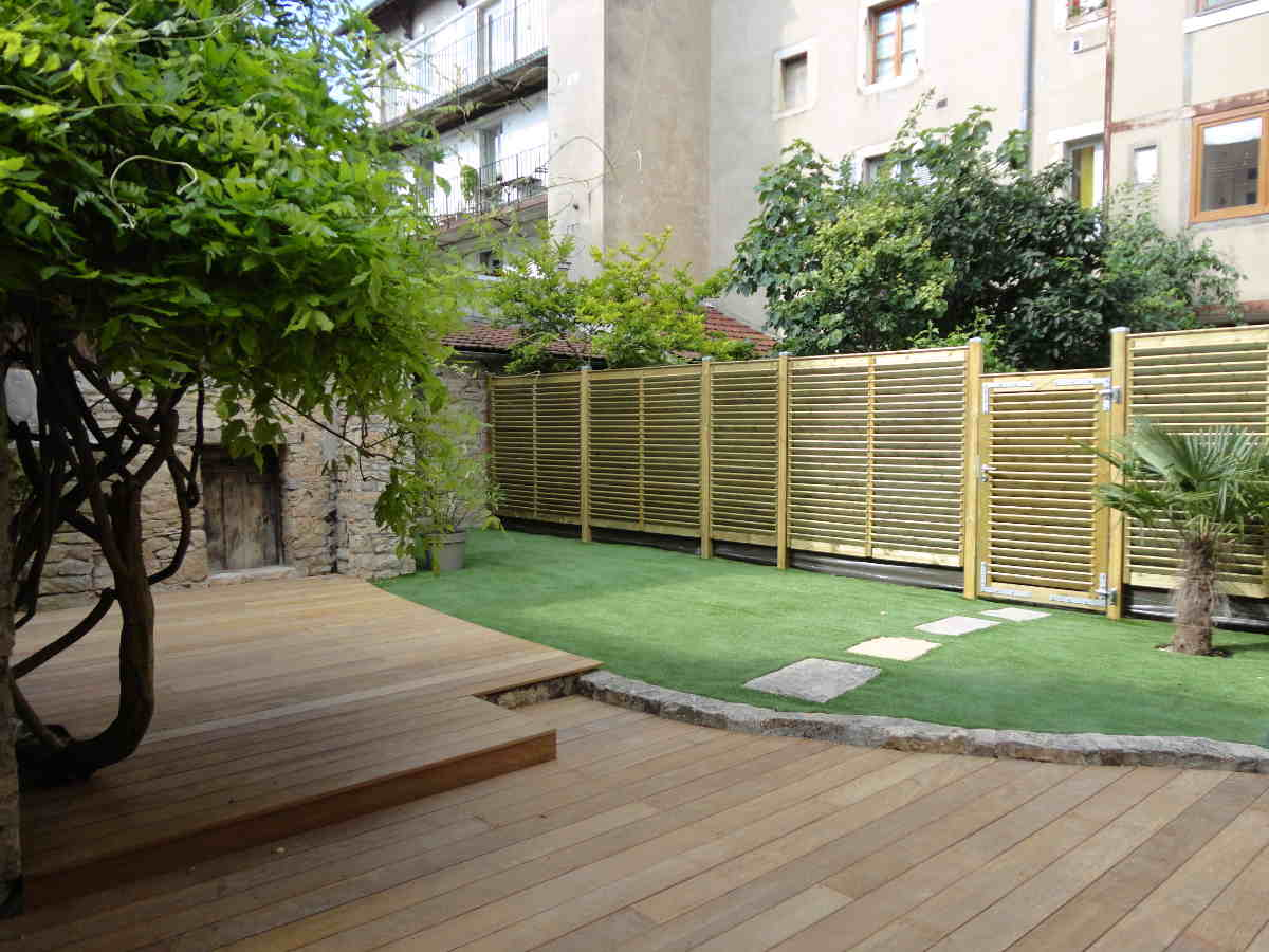 Cr ation d 39 espaces verts am nagement c 39 d co paysagiste for Mur de terrasse en bois