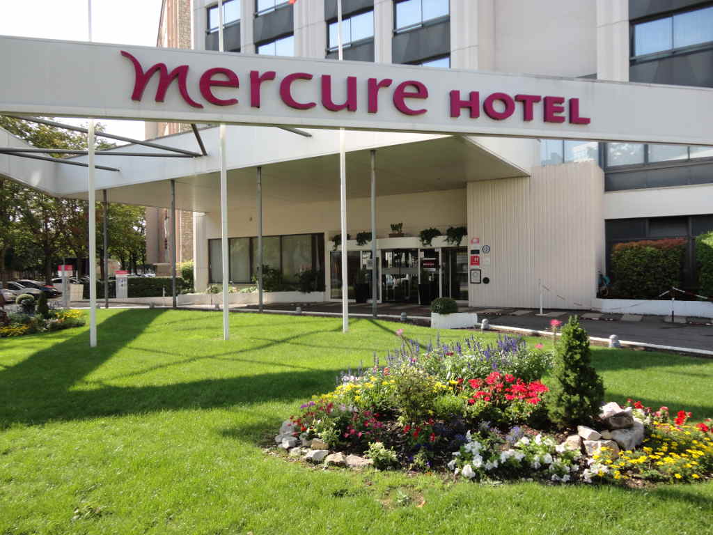 Hotel Mercure Dijon, plantations, et création d'espace vert. Paysagiste Dijon, C'DECO paysagiste